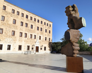 Las Cortes de Castilla-La Mancha homenajean con un monumento a las personas fallecidas por Covid-19 y al personal de los servicios esenciales